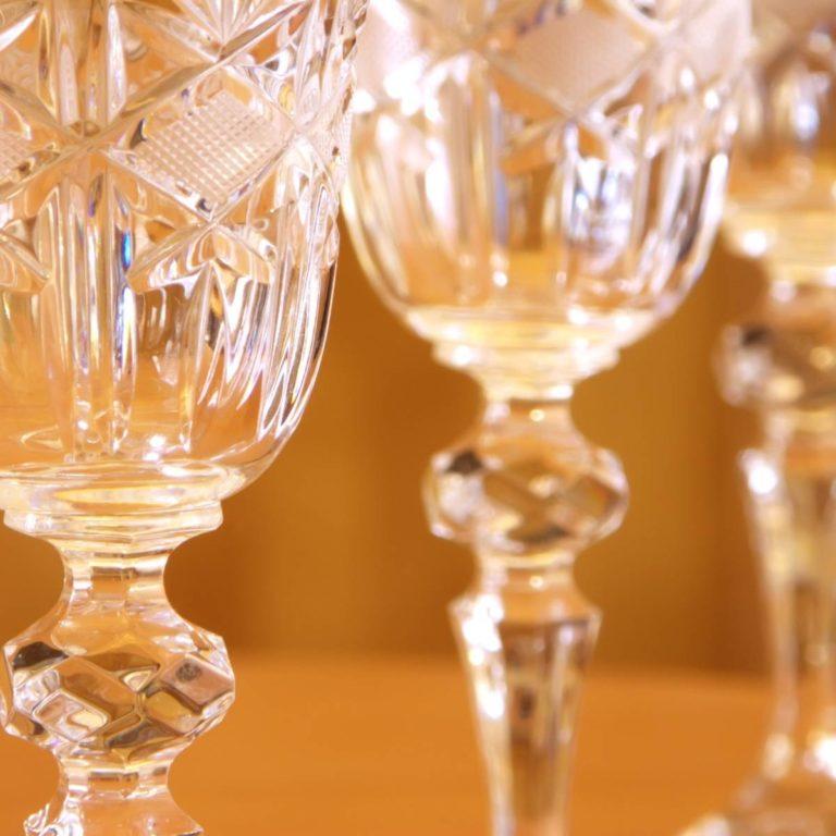 Sklenice na víno z broušeného křišťálového skla